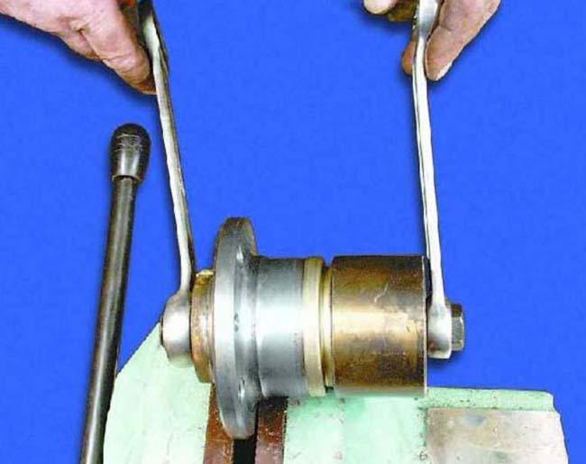Съемник для пружин амортизаторов своими руками