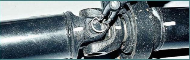 Замена крестовины карданного вала ВАЗ 2107 – порядок действий